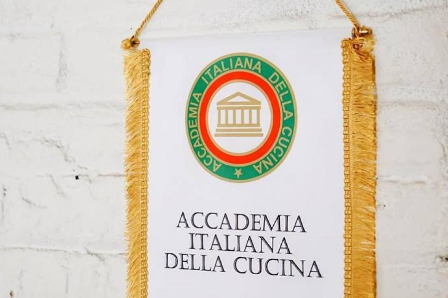 """L'accademia della cucina Italiana premia il """"Ristorante Noi Due"""" per la cucina Italiana all'Estero."""